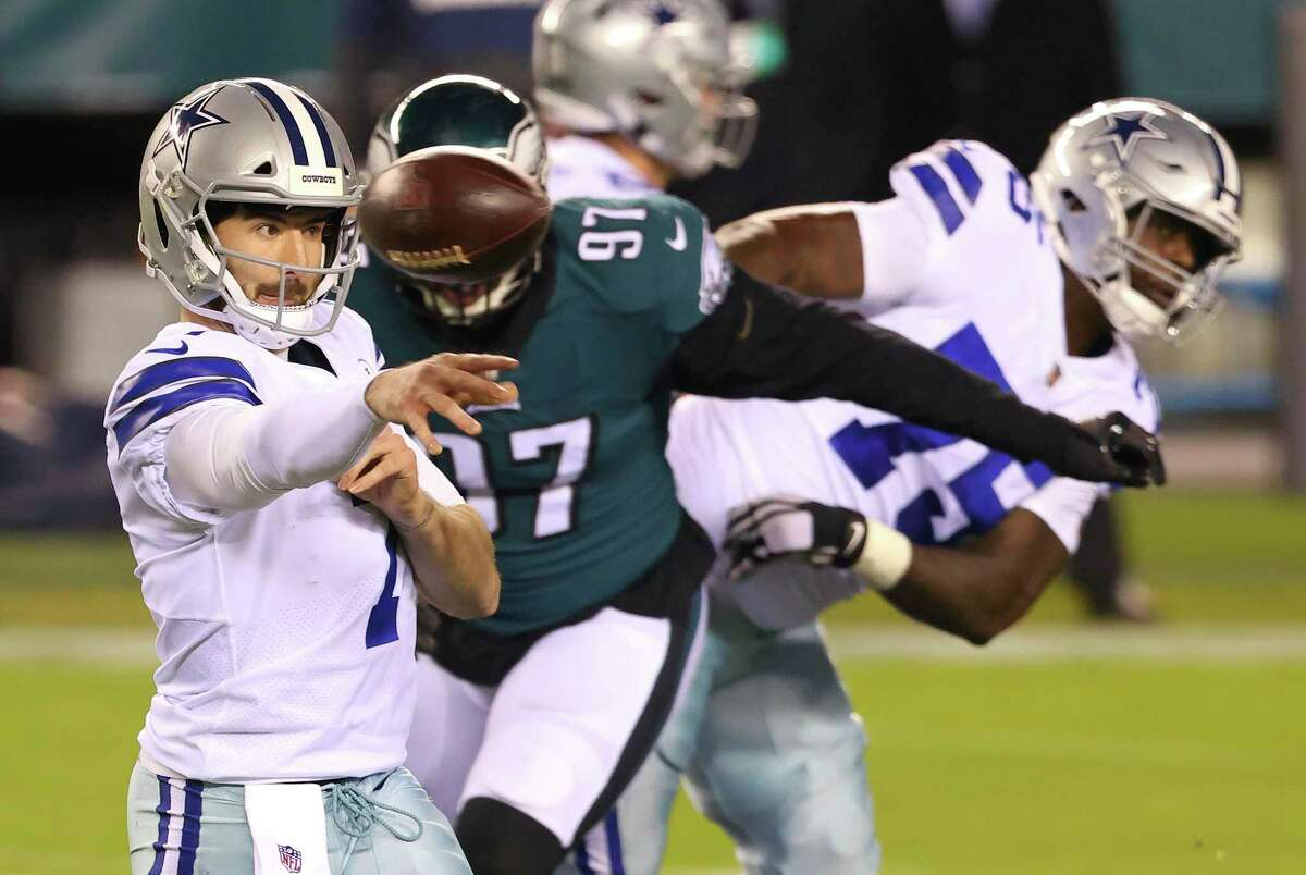 Dallas Cowboys' Ben DiNucci (7) throws a pass against the Philadelphia Eagles during an NFL football game, Sunday, Nov. 1, 2020, in Philadelphia. The Eagles defeated the Cowboys 23-9. (AP Photo/Rich Schultz)