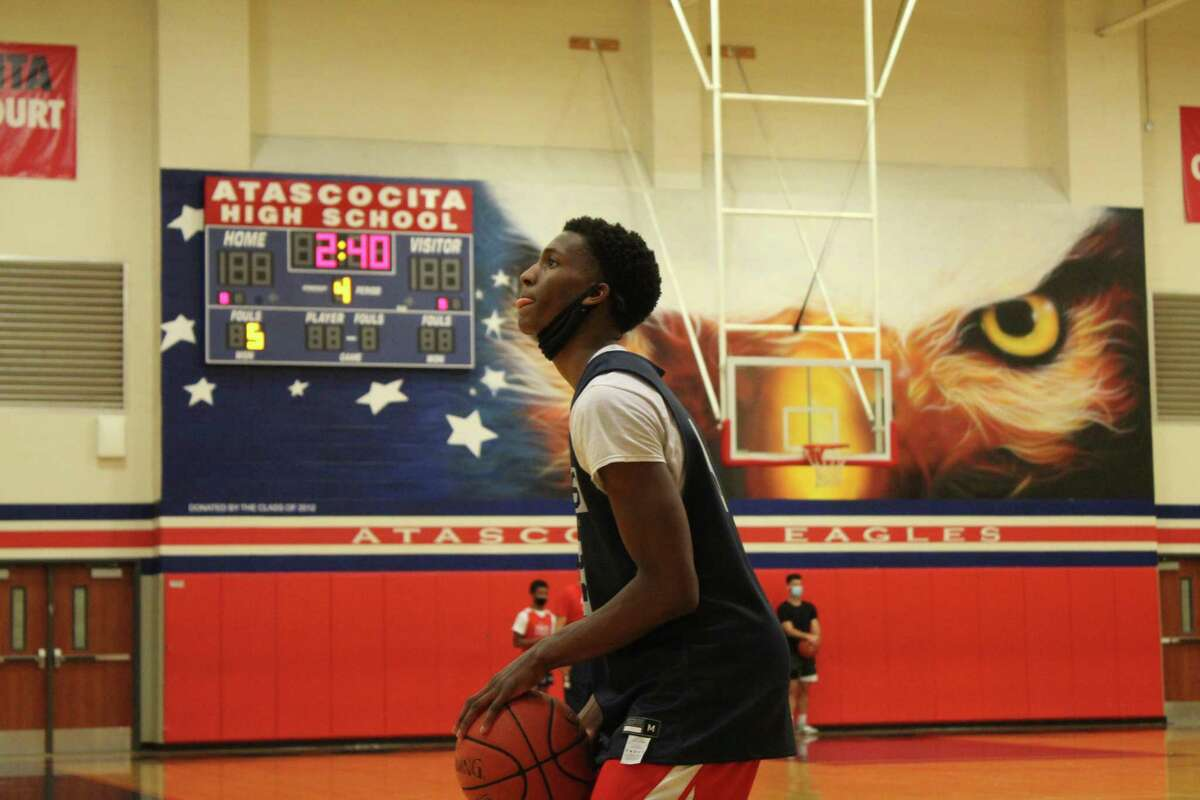 Atascocita guard Justin Collins practicing his free throws during the first day of practice on Oct. 28