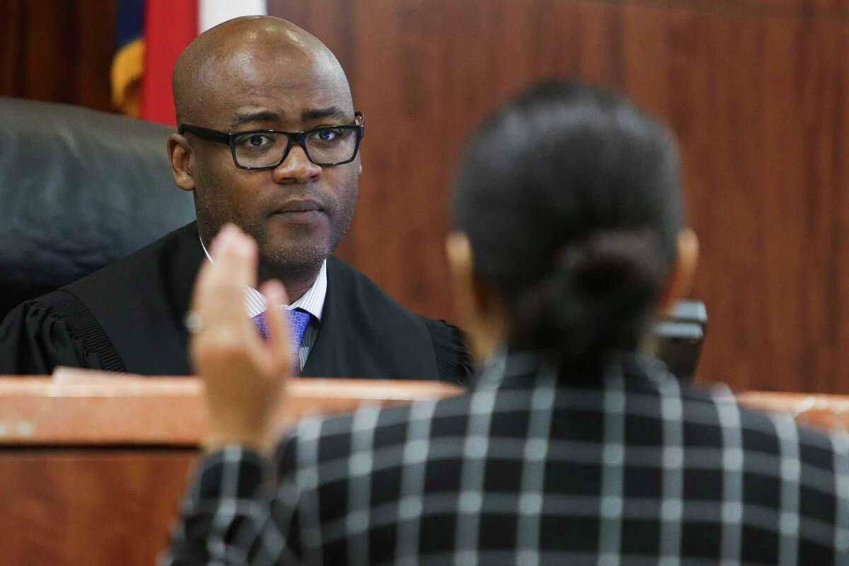 Judge Darrell Jordan, shown in a 2017 photo, left, goes through his docket at the Harris County Criminal Courthouse. ( Michael Ciaglo / Houston Chronicle)