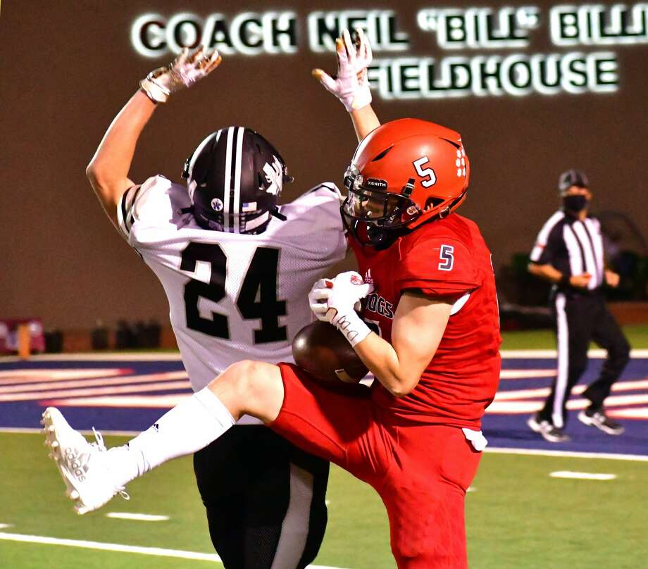 Plainview suffered a 48-6 loss to Canyon Randall in a District 3-5A Division II football game on Friday, Nov. 6, 2020 in Greg Sherwood Memorial Bulldog Stadium. Photo: Nathan Giese/Planview Herald