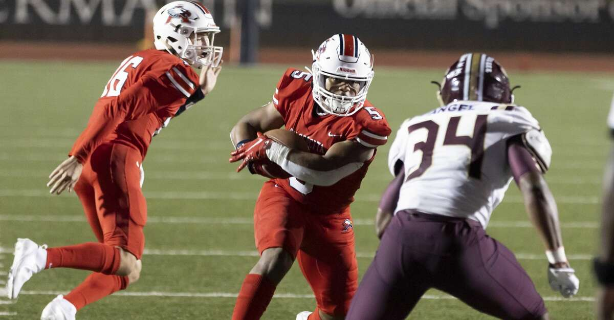 Atascocita quarterback Grayson Marder (16) calls out for players as running back Colby Mouton (5) is pressured by Summer Creek linebacker Chase Angel (34) during the fourth quarter of a District 21-6A football game at Turner Stadium in Humble, Friday, Nov. 6, 2020.
