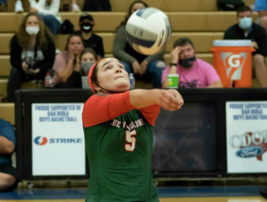 The Woodlands libero Jacqueline Lee (5), shown here earlier this week against Oak Ridge, reached 1,000 career digs on Friday against Grand Oaks. Photo: Gustavo Huerta, Houston Chronicle / Staff Photographer / 2020 © Houston Chronicle