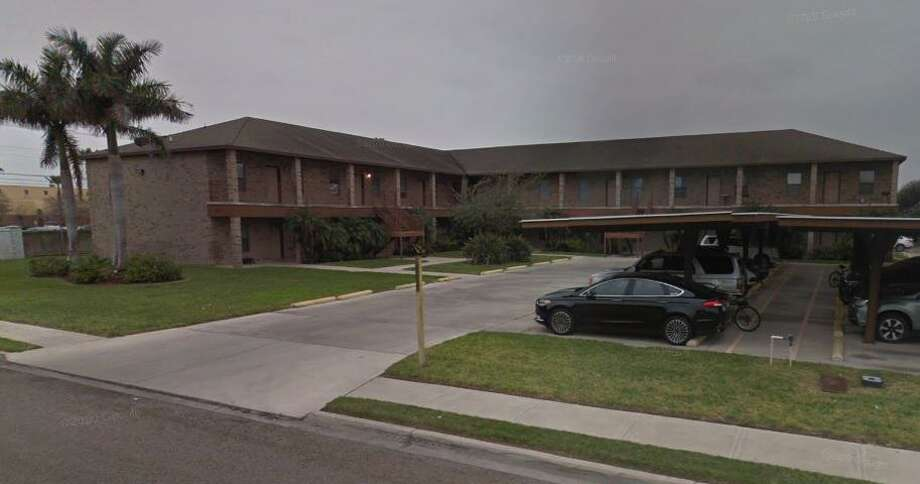 Edinburg police found two dead bodies on Friday at an apartment in the city located at the 800 block of Russian Ave. Numerous media reports suggested that police stated it was a murder-suicide, with a man from Laredo driving to the city to kill his ex-girlfriend. Photo: Screenshot /Google Maps