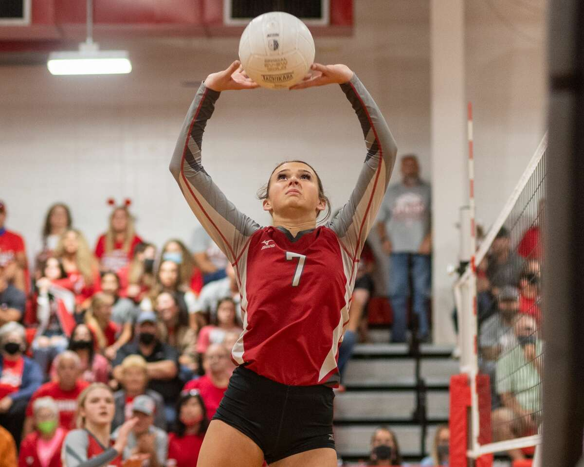 BC Taryn Doiron (7) sets the ball in the second set. The Bridge City Lady Cardinals played Huffman Lady Falcons in a regional quarterfinal volleyball playoff match at Lumberton High School. Photo made on November 6, 2020. Fran Ruchalski/The Enterprise