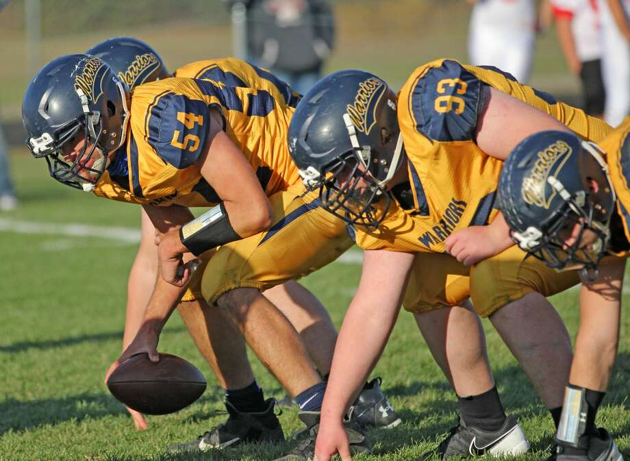 The North Huron Warriors advanced to the district championship game after beating the Peck Pirates, 34-14, on Saturday afternoon.