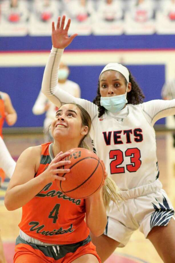 Evelyn Quiroz scored 19 points in United's win Saturday. Photo: Clara Sandoval /Laredo Morning Times