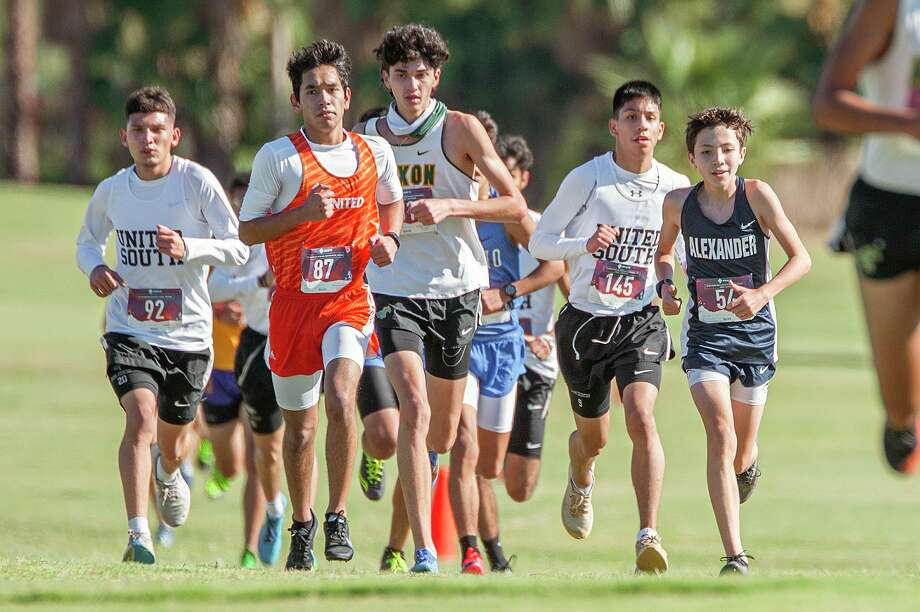 The Class 6A regional cross country meet will occur Tuesday in Corpus Christi. Photo: Danny Zaragoza /Laredo Morning Times File