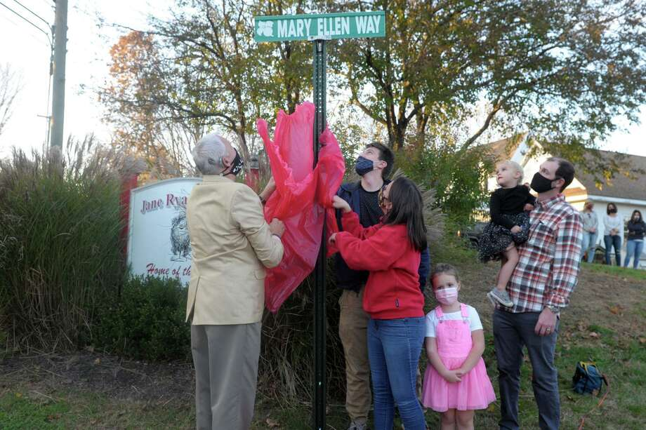 Members of Mary Ellen Bolton's family unveil the street sign in honor of the late Jane Ryan Elementary School Principal, in front of the school in Trumbull, Conn. Nov. 6, 2020. Photo: Ned Gerard / Hearst Connecticut Media / Connecticut Post