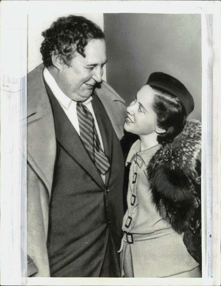 Heywood Broun, left, with his second wife. Photo: International News Photos / Seattle Post Intelligencer