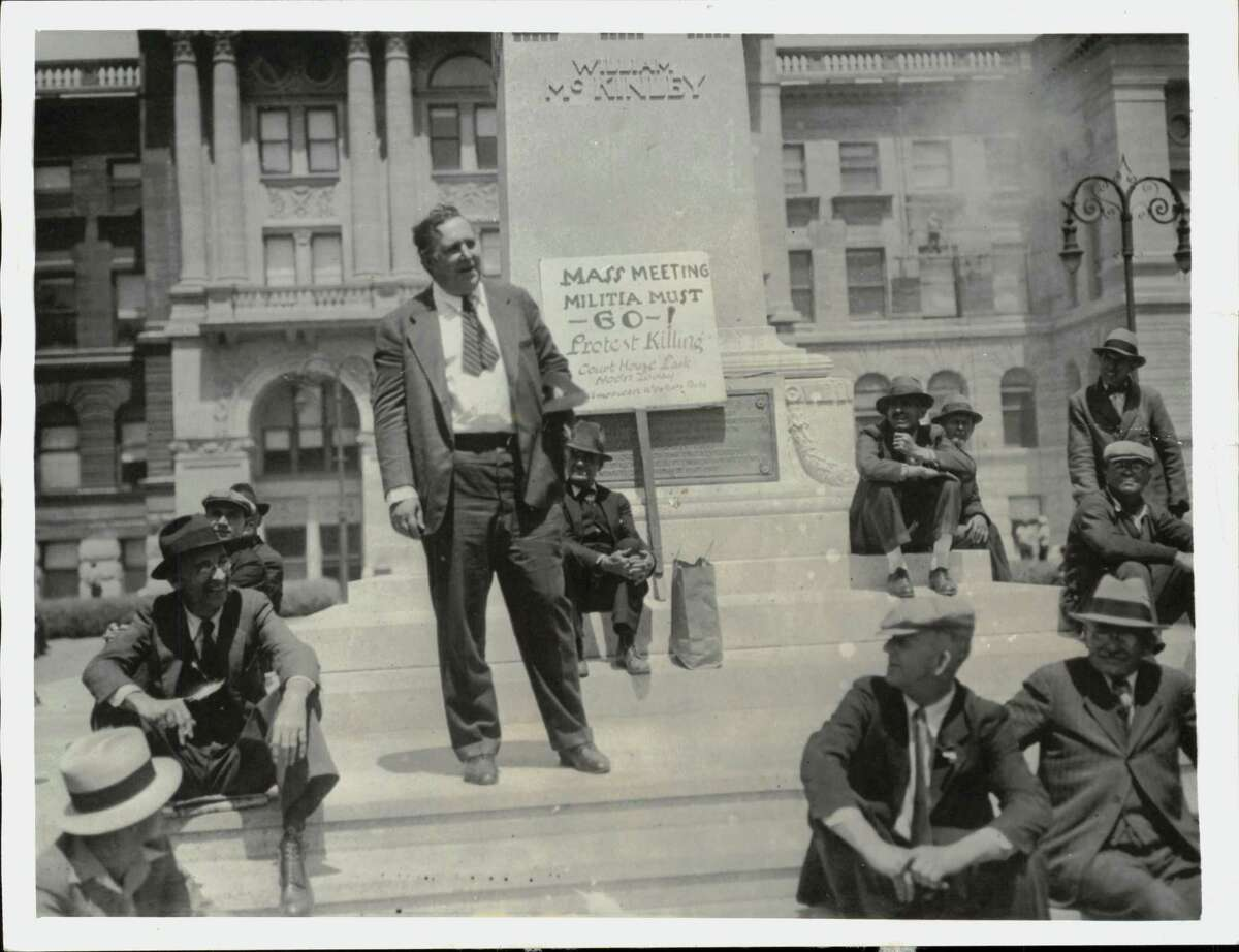 Heywood Broun, New York columnist, speaking to strikers, spectators and sympathizers at an American labor party protest meeting in Toledo. They demanded the removal of troops who were called to quell rioting.