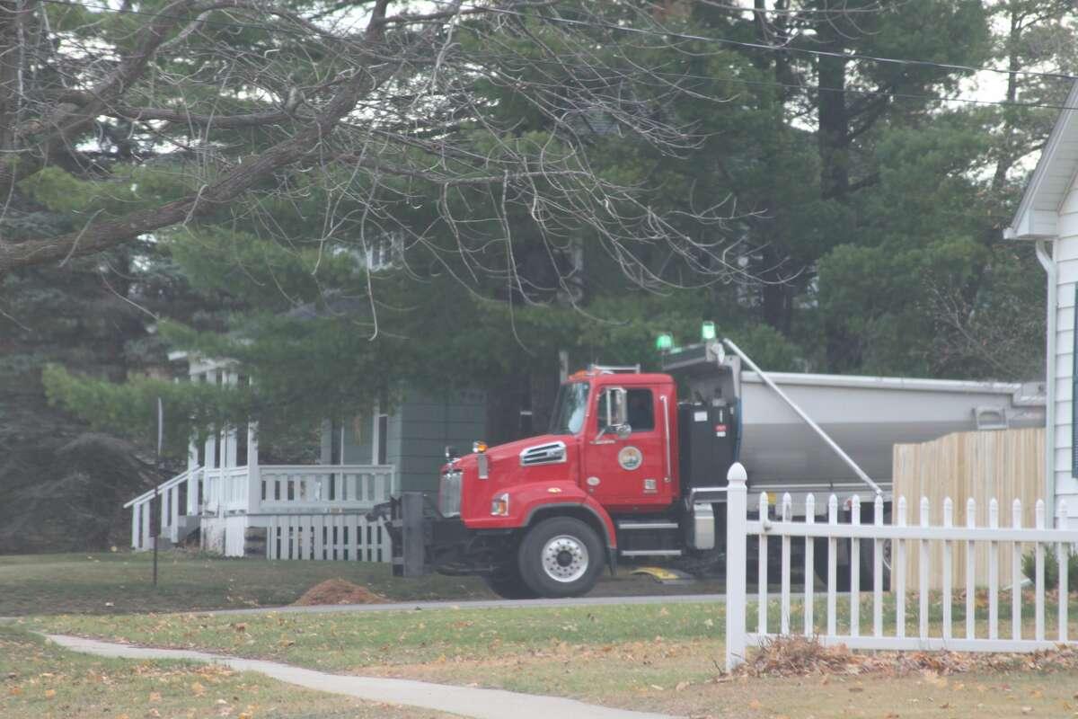 The City of Manistee began leaf pickup last week.