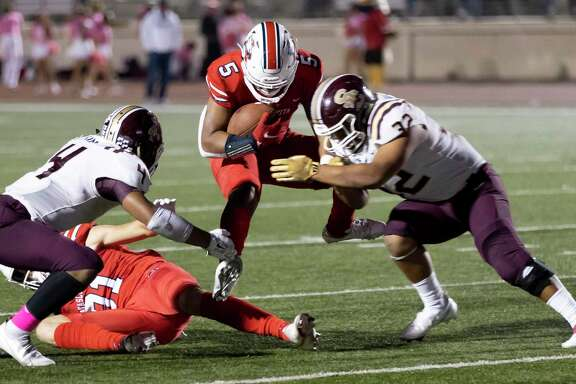 Atascocita running back Colby Mouton (5) gets tackled by Summer Creek linebacker Albert Ortiz (32) and offensive linebacker Koby-Sebasyen King (4) during the fourth quarter of a District 21-6A football game at Turner Stadium in Humble, Friday, Nov. 6, 2020.