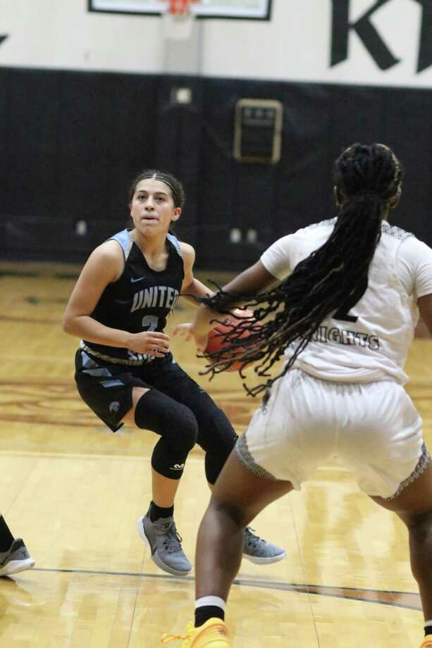 Angie Lopez and the United South Lady Panthers fell to Cibolo Steele on Monday. Photo: Clara Sandoval /Laredo Morning Times