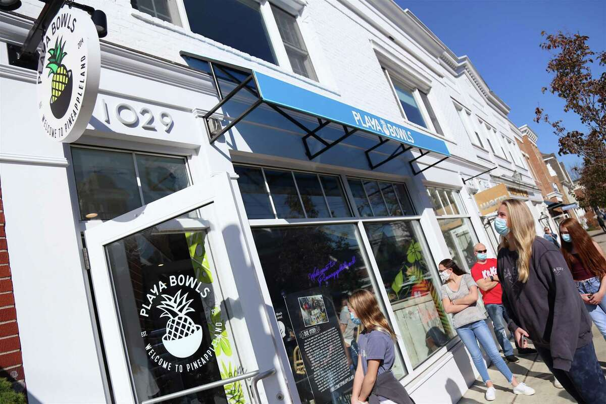 Playa Bowls, a new eatery that serves healthy açaí, pitaya, coconut bowls and smoothies, opened in Darien on Friday. There were lines of people waiting to visit the new Playa Bowls on Sunday morning.