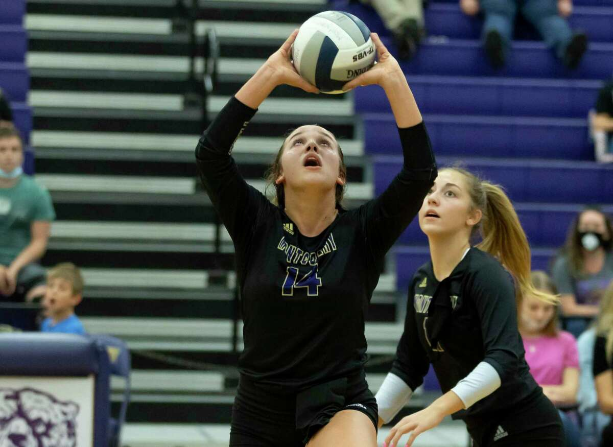Montgomery setter Raina McWhirter (14) sets the ball during the third set of a District 20-5A volleyball match against Porter at Montgomery High School on Tuesday, Nov. 10, 2020.