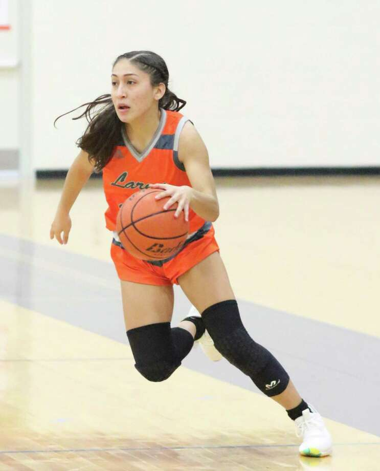 Elisa Peralta and United did not allow any baskets in the third quarter Tuesday during a 92-32 victory at C.C. Carroll. Photo: Clara Sandoval /Laredo Morning Times File