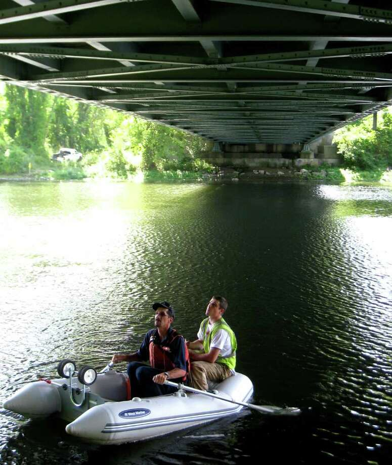 SPECTRUM/Veterans Memorial Bridge over the Housatonic River in New Milford underwent an inspection for safety, Aug. 26, 2010 Photo: Norm Cummings / The News-Times