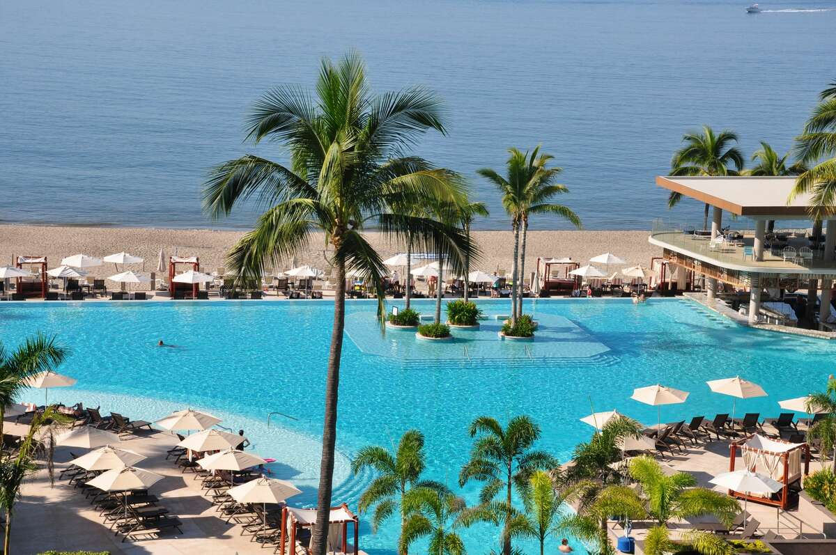 The whole point of a Puerto Vallarta getaway this time of year is to relax at the beach and indulge in a full-service beachfront resort. Right now, Marriott Resort Puerto Vallarta has an incredible deal offering a resort package with inclusive food and beverage, along with beach activities, for the whole family to experience. The inclusive getaway package, using promo code NCL, is valid through December 18, 2020. Marriott Resort Puerto Vallarta recently completed a massive renovation to the entire property in celebration of its 30th anniversary. Guests will see the wonderful transformation with an expanded infinity pool, updated suites and even more dining options to explore local flavors.