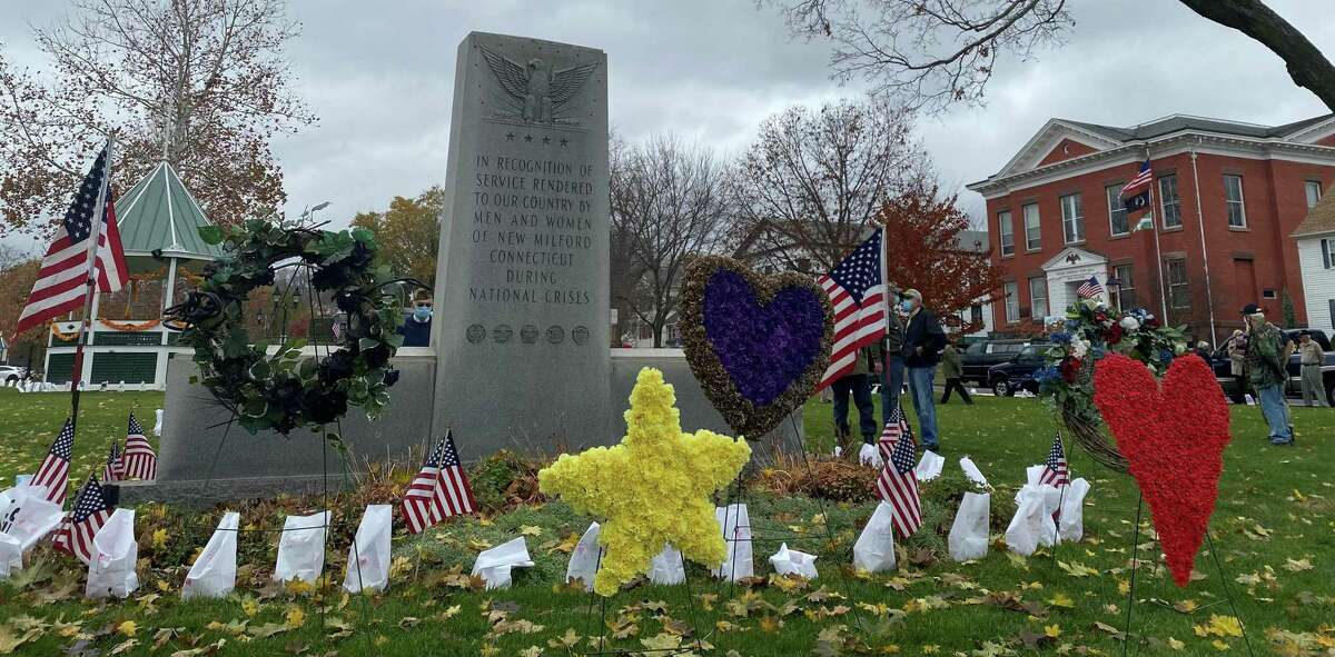 Wreaths were placed in advance in front of the war memorial, and a few special guests shared comments.