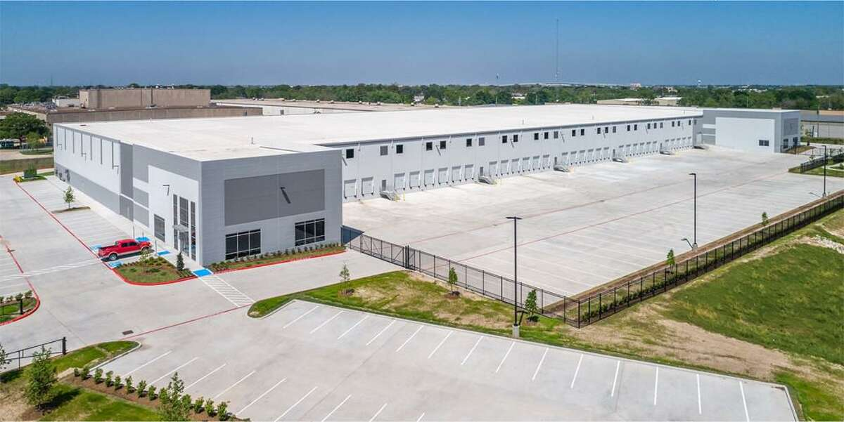 Stream Realty Partners completed the 157,887-square-foot Benchmark Northwest Distribution Center at 5215 Campbell Road. Ware Malcomb provided architectural design services and Rosenberger Construction served as general contractor.