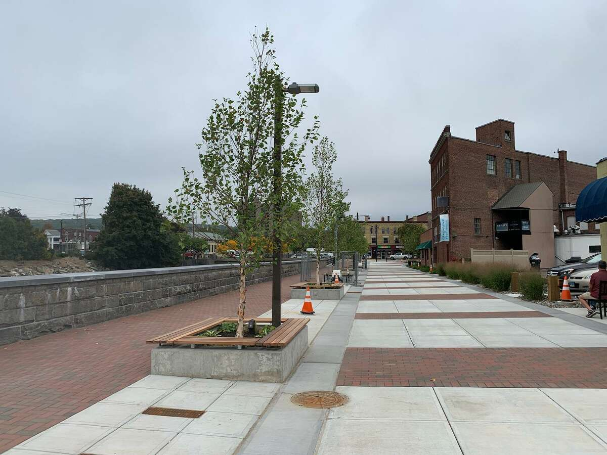 A plan to run a farmers market at Franklin Plaza received pledges of funding for the required fees from Torrington Downtown Partners and Torrington Savings Bank.