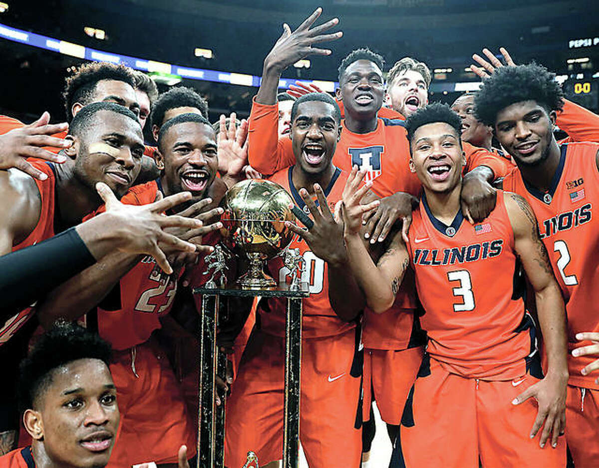 Members of the Illinois basketball team celebrate after defeating Missouri in the 2017 Braggin' Rights game in St. Louis 70-64.