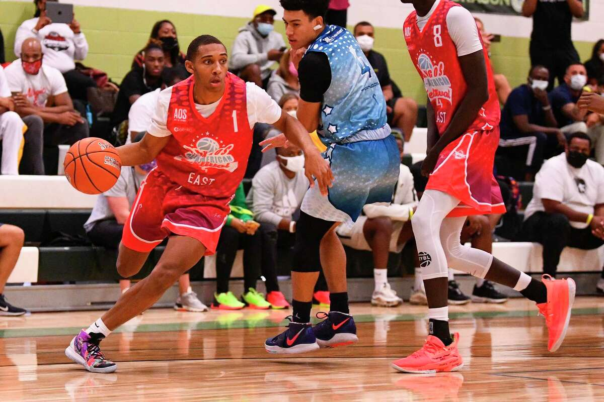 CHANDLER, AZ - NOVEMBER 07: Rahsool Diggins, from Archbishop Wood High School, drives to the basket during the Pangos All-American Festival on November 7, 2020 at AZ Compass Prep in Chandler, AZ. (Photo by Brian Rothmuller/Icon Sportswire via Getty Images)