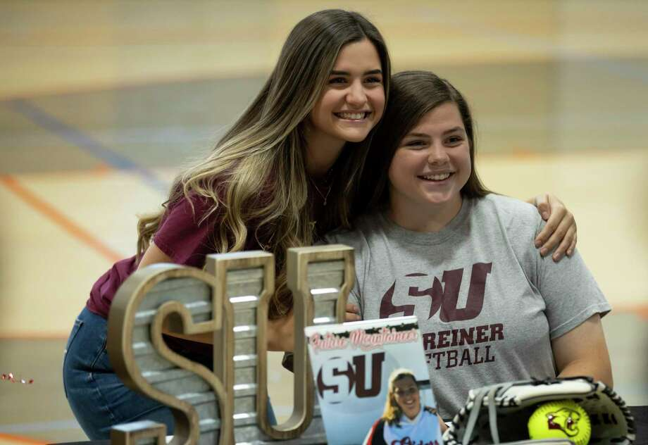 Haley Pair, right, poses for a portrait on National Signing Day at Grand Oaks, Wednesday, Nov. 11, 2020, in Spring. Photo: Gustavo Huerta, Houston Chronicle / Staff Photographer / 2020 © Houston Chronicle