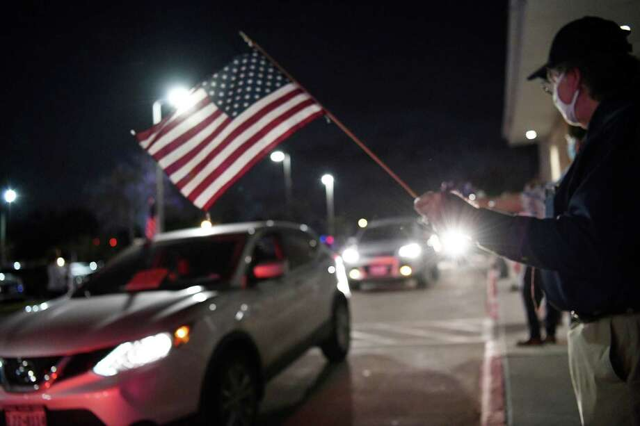 Flag waving and appreciation filled the air during the VMT Veterans Day drive-thru parade, Wednesday, Nov. 11, 2020 Photo: Christian Alejandro Ocampo / Laredo Morning Times