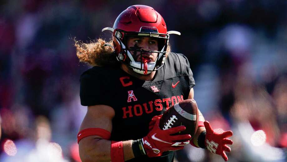 Houston linebacker Grant Stuard (0) carries the ball after a fumble recovery for a touchdown during an NCAA football game against Central Florida on Saturday, Oct. 31, 2020 in Houston. (AP Photo/Matt Patterson) Photo: Matt Patterson, FRE / Associated Press / Copyright 2020 The Associated Press. All rights reserved.