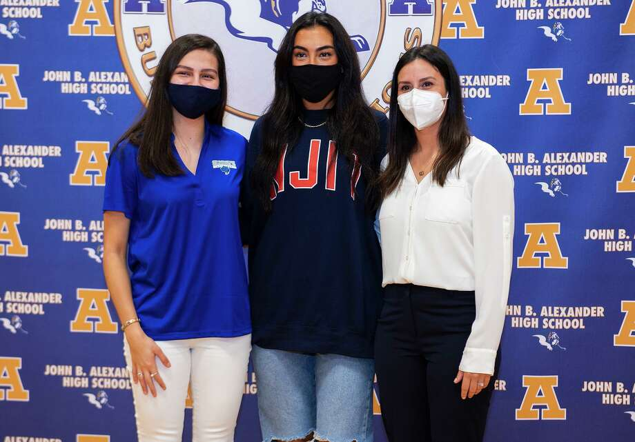 Alexander High School volleyball players Leah Cruz, Asher Vallone and Coach Ariana Bermea-Mendoza pose for photos, Wednesday, Nov. 11, 2020, at Alexander High School after Cruz and Vallone signed to play college volleyball with St. Mary's University and New Jersey Institute of Technology. Photo: Danny Zaragoza, Staff Photographer / Laredo Morning Times