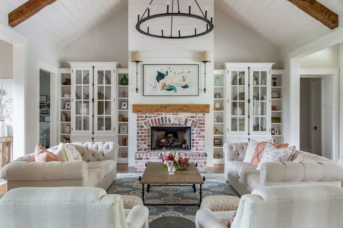 """The welcoming living room has a pair of sofas and two swivel chairs - the """"it"""" chair of the moment."""