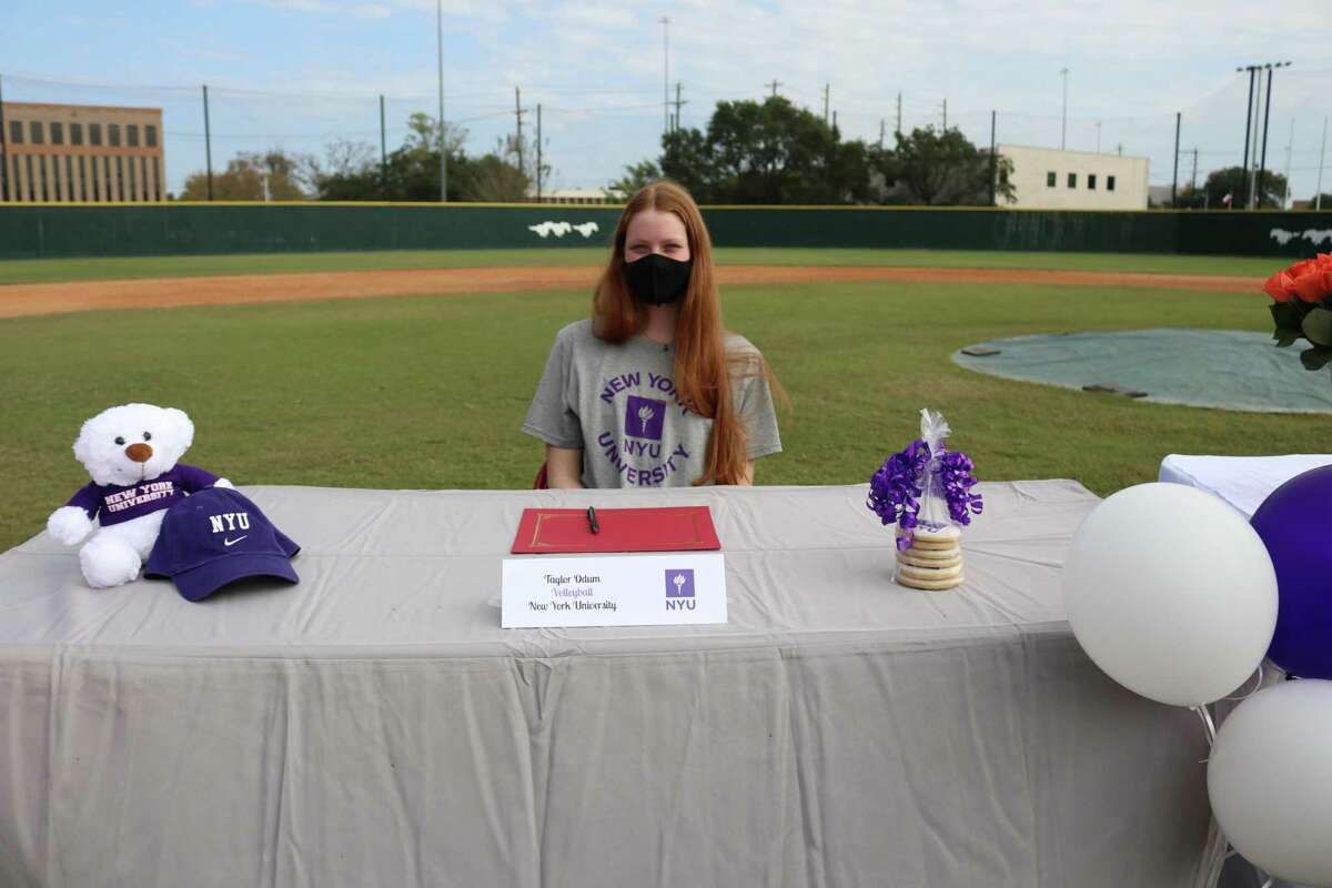 Memorial's Taylor Odum signed her National Letter of Intent to play volleyball at New York University at the school's Early Signing Day ceremony on the morning of Nov. 11