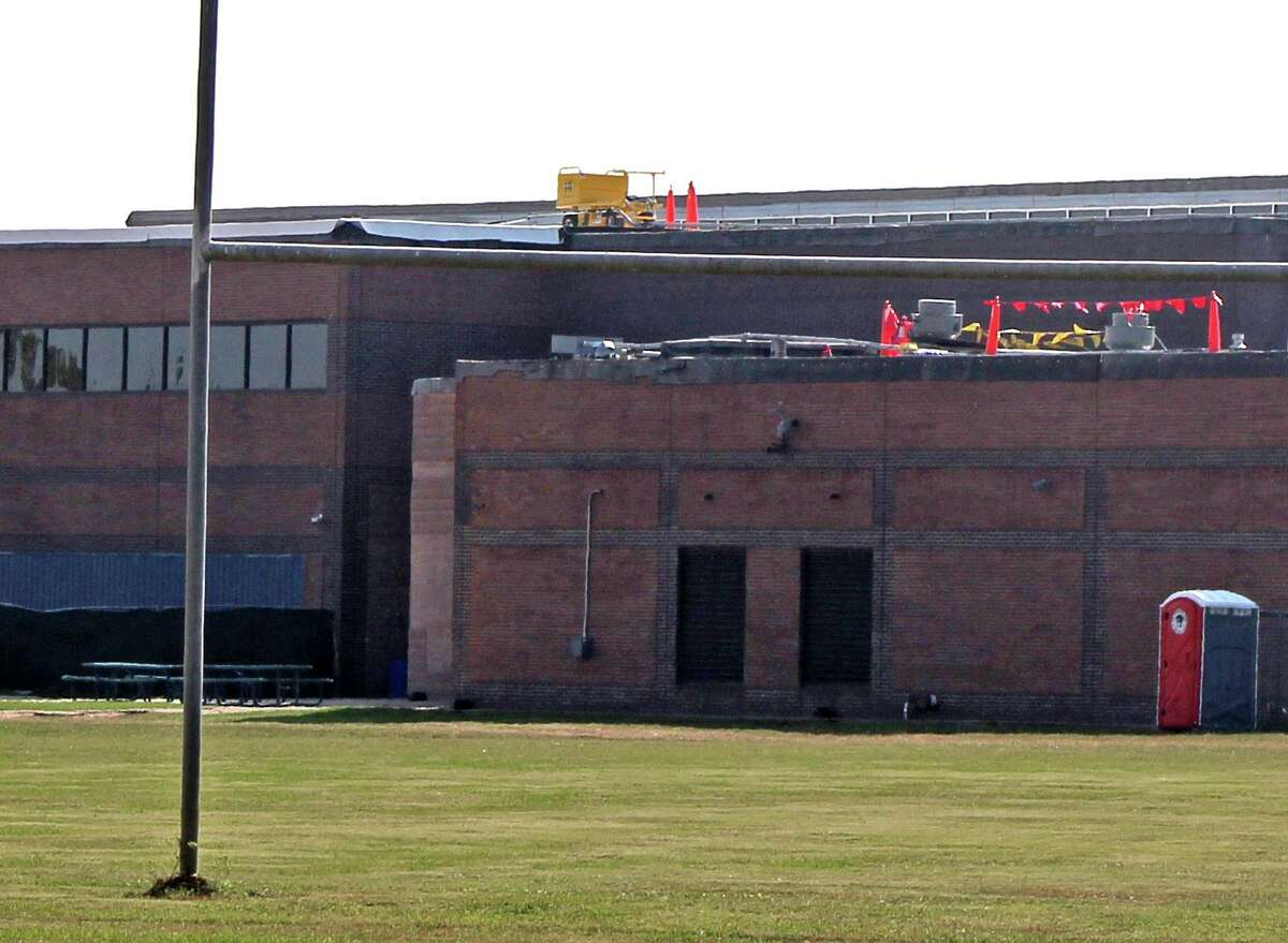 A construction worker was killed Wednesday when he fell off the roof of a Fort Bend ISD middle school in Sugar Land shortly after 4 am. District officials say it's not uncommon for workers to be on site early in the morning to avoid interrupting classes. Officials said the investigation is ongoing and declined to say if the worker was wearing a safety harness. Equipment left by workers can be seen on the roof later that afternoon.