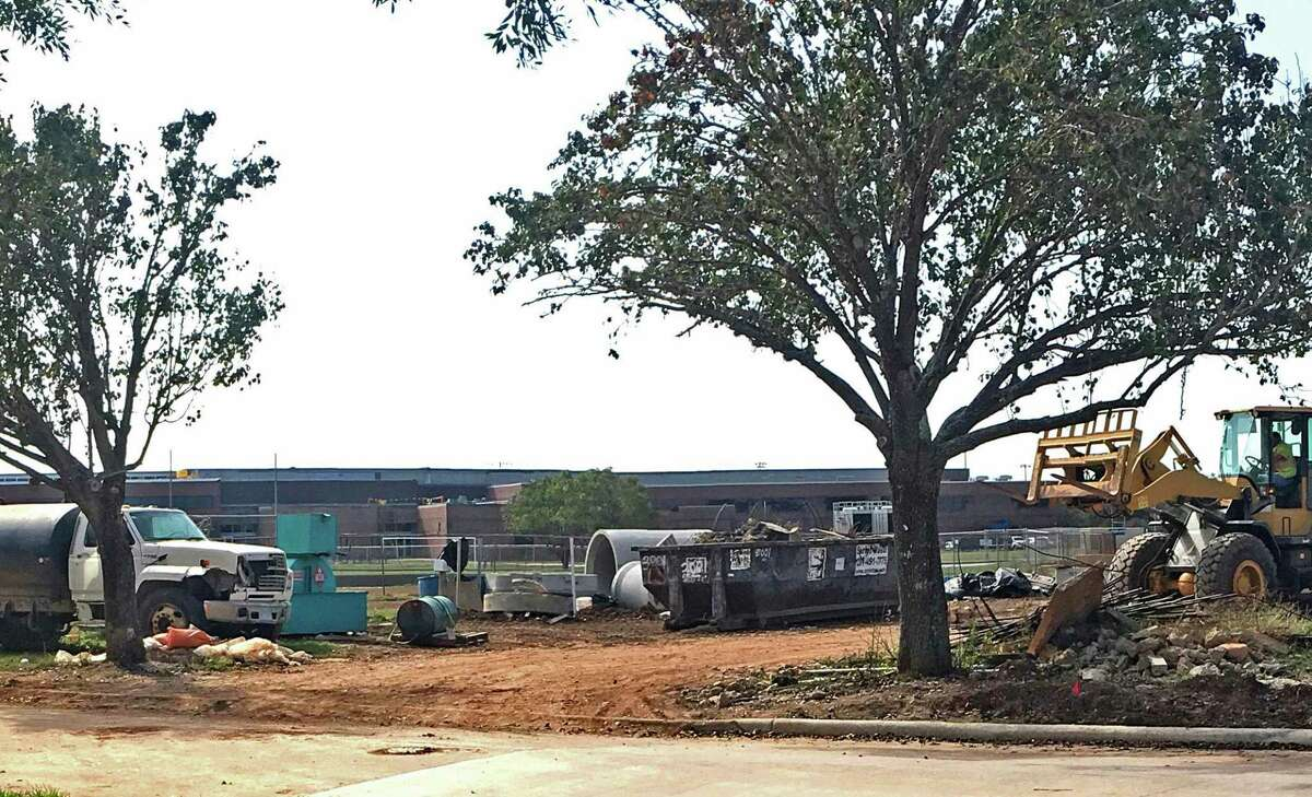 A construction worker was killed Wednesday when he fell off the roof of a Fort Bend ISD middle school in Sugar Land. Construction workers at First Colony Middle School are seen working near the middle school soon after the accident.