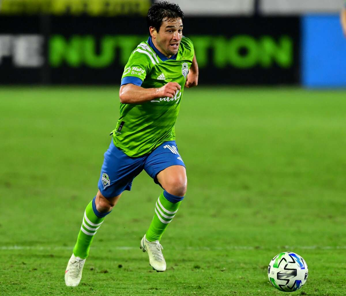 CARSON, CA - NOVEMBER 04: Nicolas Lodeiro #10 of the Seattle Sounders takes the ball down field during the game against the Los Angeles Galaxy at Dignity Health Sports Park on November 4, 2020 in Carson, California. (Photo by Jayne Kamin-Oncea/Getty Images)