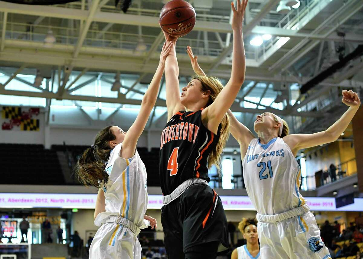 Women's basketball recruit Saylor Poffenbarger (4) will enroll at UConn this weekend. After a 10-day quarantine, she will be eligible to practice and play in games.