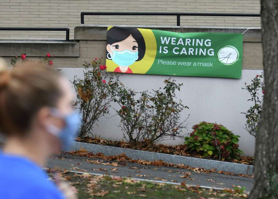 A sign encourages Greenwich residents to wear masks outside the Senior Center in Greenwich, Conn. Thursday, Nov. 12, 2020. Photo: Tyler Sizemore / Hearst Connecticut Media / Greenwich Time