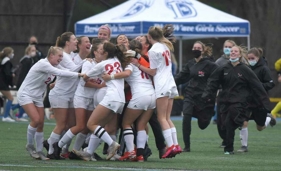 The New Canaan girls soccer team celebrates after defeating rival Darien 2-1 in the FCIAC West Region final in Darien on Thursday, Nov. 12, 2020. Photo: Dave Stewart / Hearst Connecticut Media / Hearst Connecticut Media