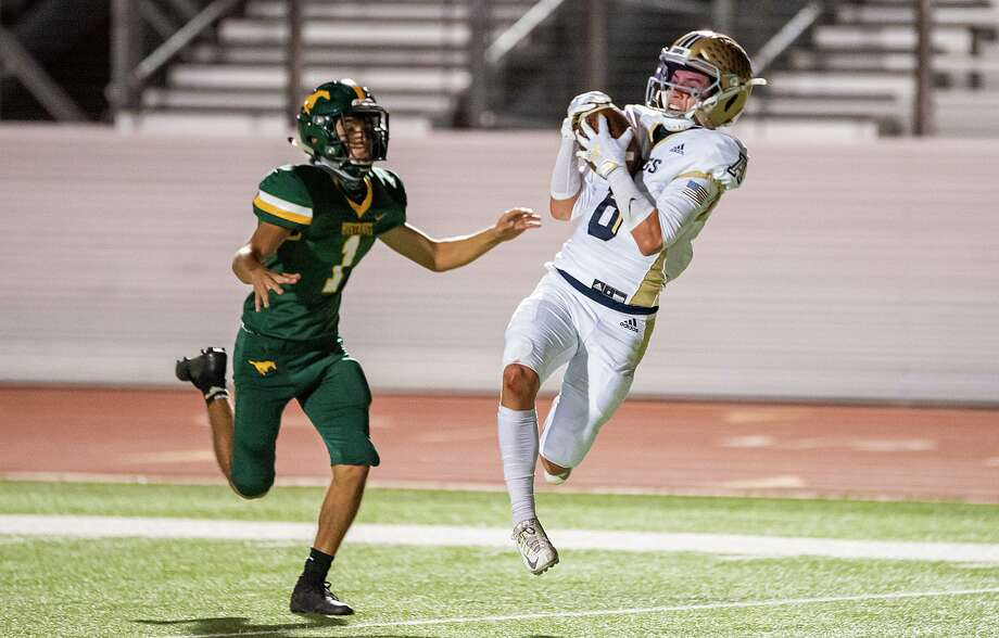 Iker Jaimes and Alexander travel to face Eagle Pass at 7 p.m. Friday while Austin Garcia and Nixon hit the road to take on Del Rio. Photo: Danny Zaragoza / Laredo Morning Times