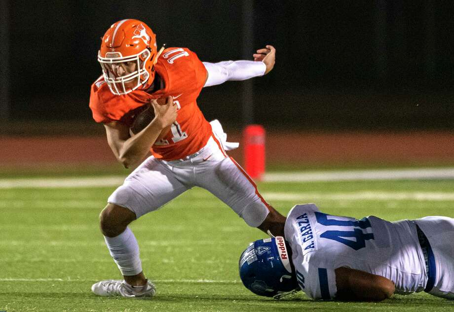 Sammy Casso and United will attempt to improve to 3-1 Friday in a 7 p.m. game at the SAC against LBJ as the Wolves aim to pick up their first victory. Photo: Danny Zaragoza / Laredo Morning Times