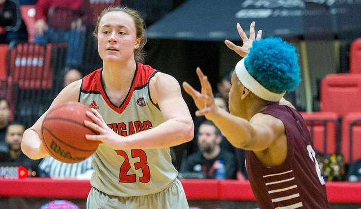 SIUE forward Allie Troeckler looks to make a pass from the top of the perimeter.