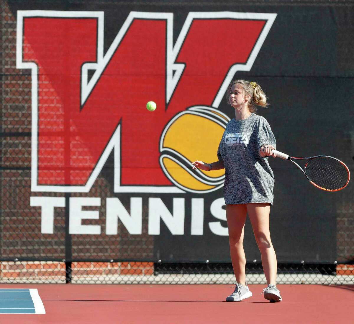 Ella Arendes warms up during practice at The Woodlands High School, Thursday, Nov. 12, 2020, in The Woodlands.