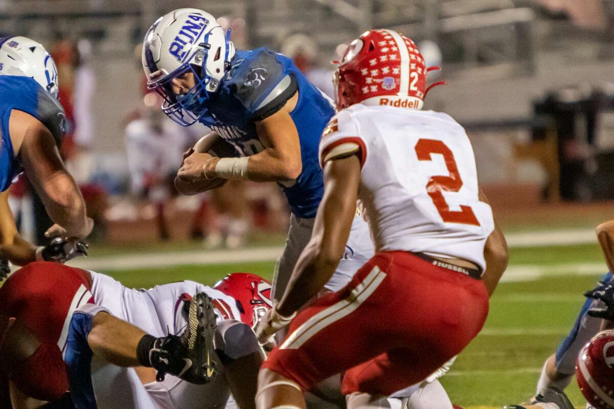 Cougars' Jacob Menard (20) carries the ball in the second quarter. The Buna Cougars travel down the road to Lumberton to take on the Diboll Lumberjacks in playoff action on Friday night. Photo made on November 13, 2020. Fran Ruchalski/The Enterprise