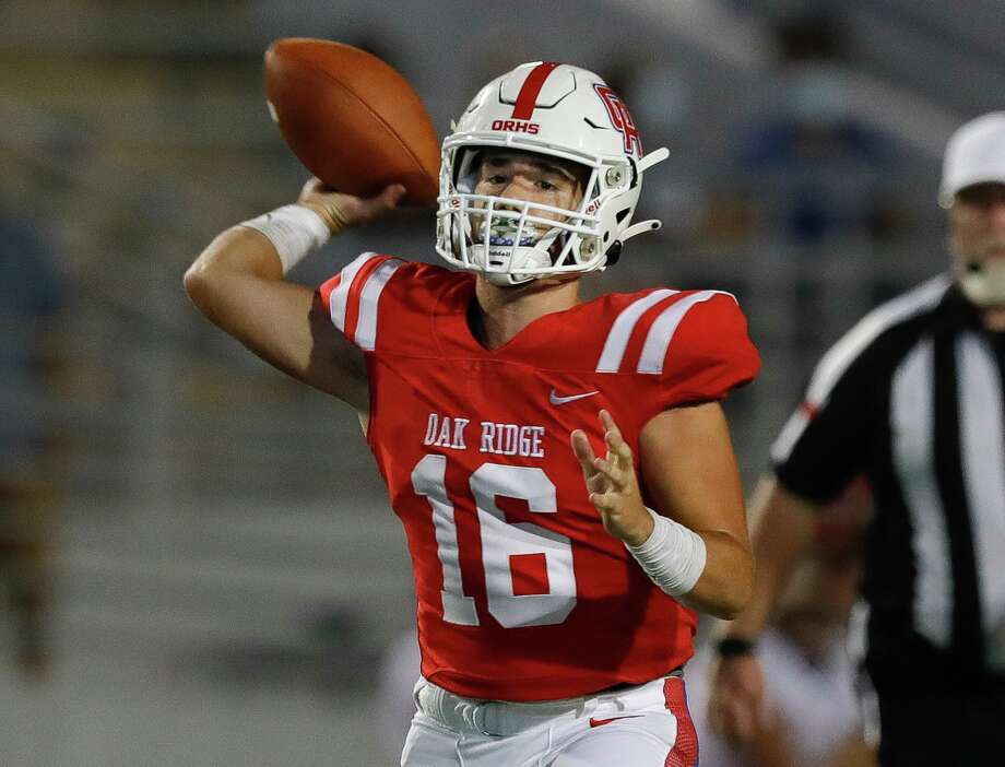 Oak Ridge quarterback Nick Osborne (16), shown here earlier this season, came on before halftime Friday night and led the War Eagles on four scoring drives in a 44-34 win over Willis at Woodforest Bank Stadium. Photo: Jason Fochtman, Houston Chronicle / Staff Photographer / 2020 © Houston Chronicle
