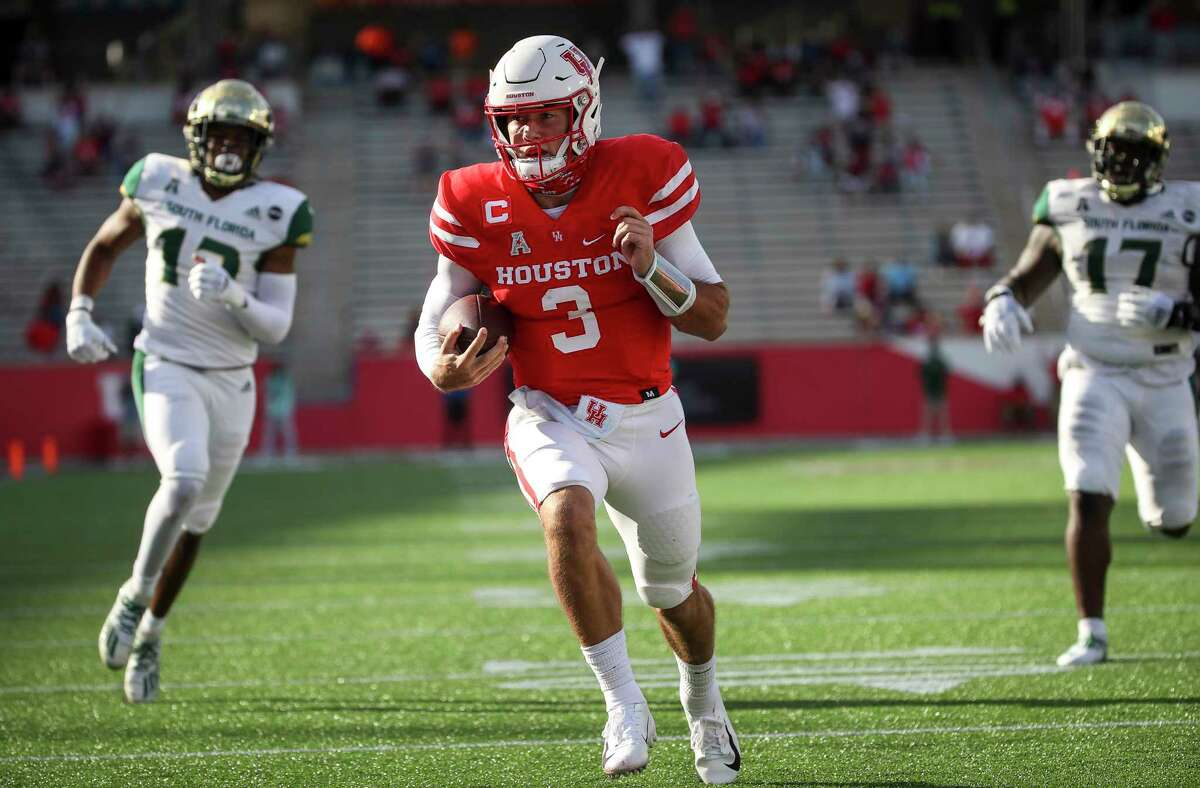 Houston Cougars quarterback Clayton Tune (3) runs on his way to a touchdown during the first quarter of an NCAA football game Saturday, Nov. 14, 2020, at TDECU Stadium in Houston.