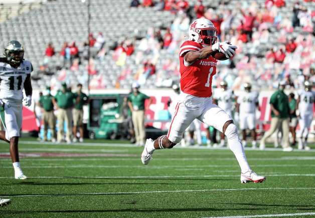 Houston Cougars wide receiver Bryson Smith (1) scores a touchdown after running past South Florida Bulls linebacker Dwayne Boyles (11) during the first quarter of an NCAA football game Saturday, Nov. 14, 2020, at TDECU Stadium in Houston. Photo: Jon Shapley, Staff Photographer / © 2020 Houston Chronicle