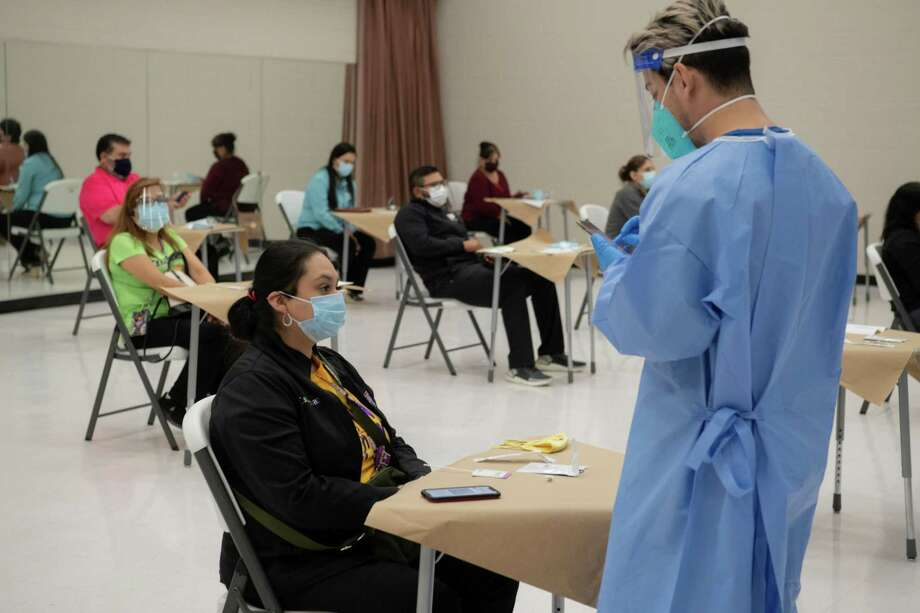 After following the instructions, UISD staff members received their COVID-19 test results, which were recorded by test administrators. Photo: Christian Alejandro Ocampo / Laredo Morning Times / Laredo Morning Times