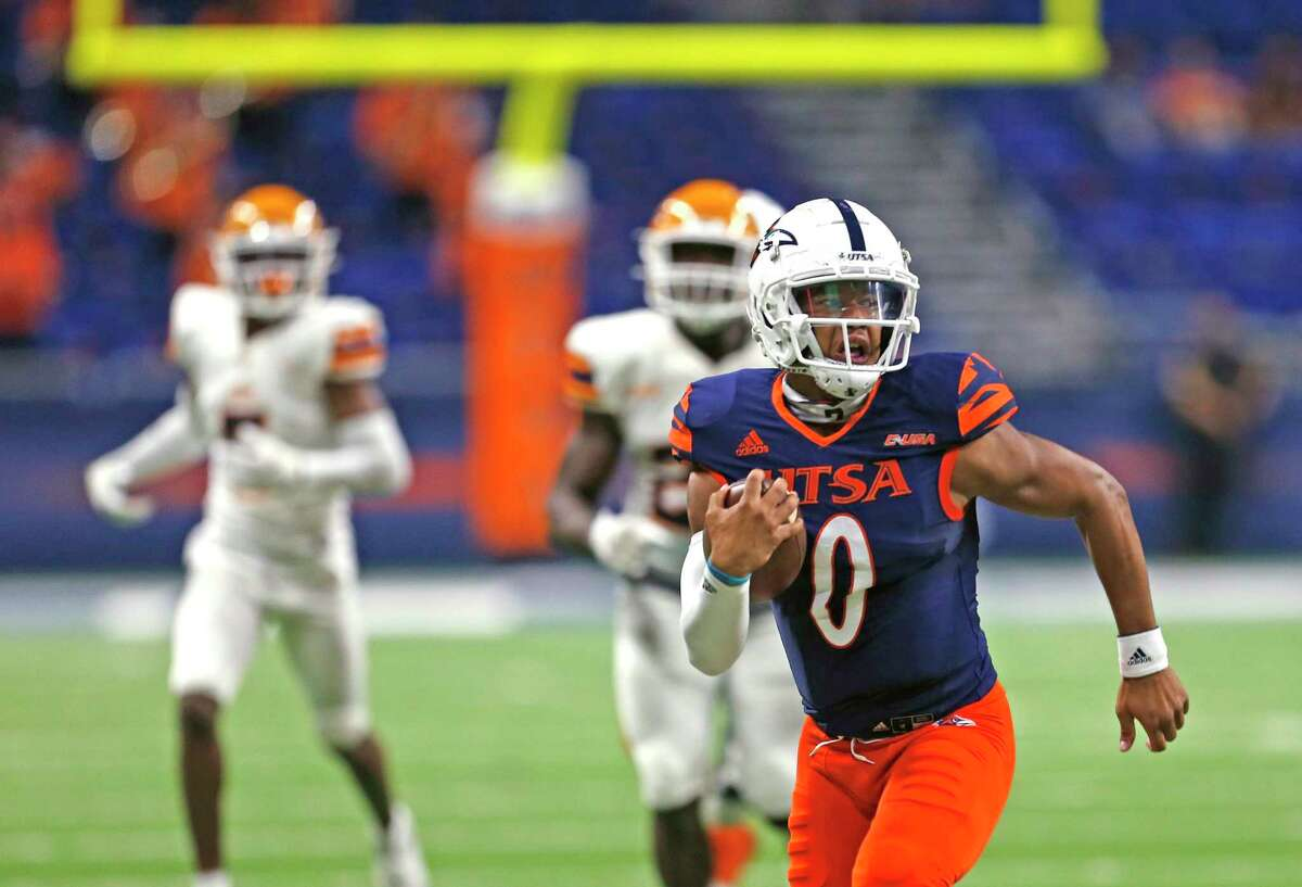 UTSA QB Frank Harris rambles for a touchdown late in closing seconds of second quarter. UTEP at UTSA on Saturday, Nov.14, 2020 at the Alamodome.