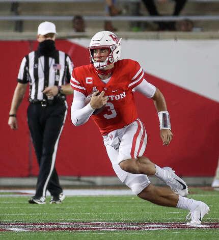 Houston Cougars quarterback Clayton Tune (3) rushes during the fourth quarter of an NCAA football game Saturday, Nov. 14, 2020, at TDECU Stadium in Houston. Photo: Jon Shapley/Staff Photographer / © 2020 Houston Chronicle